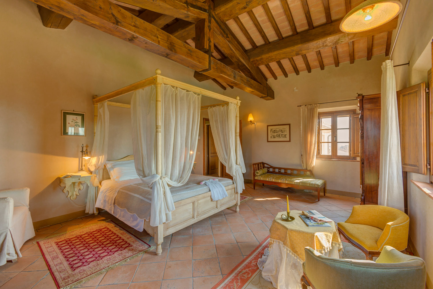 Matrimonio Di Lusso Toscana : Luxury room in tuscany with view of the castle
