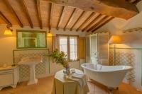 camera di lusso con vasca