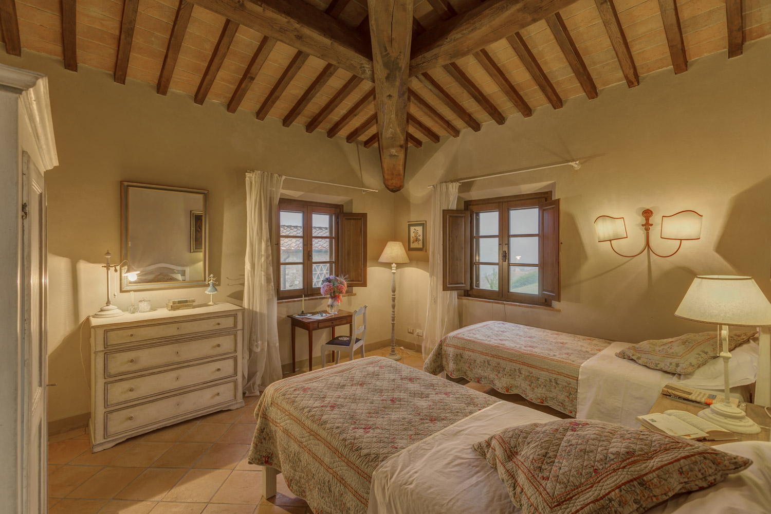 Matrimonio Di Lusso Toscana : Luxury room in tuscany with view of iano